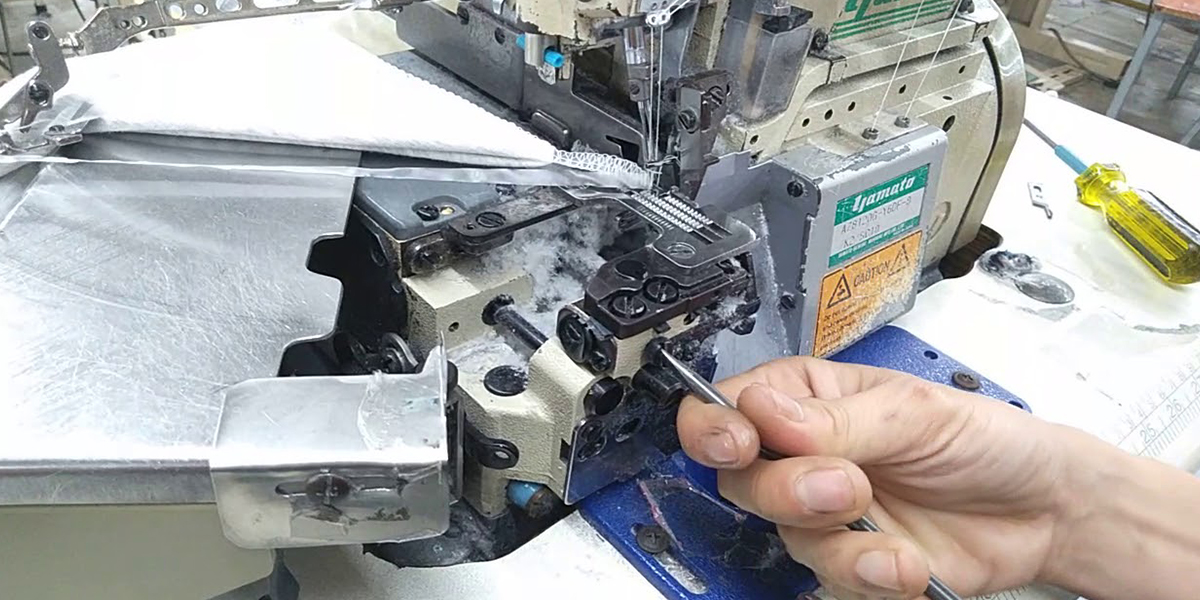 máy chuyên dụng có thể vắt sổ được thiết kế đặc thù mang hình hài zích zắc